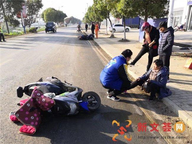 南京江宁龙都社区:居民路遇意外 网格员及施