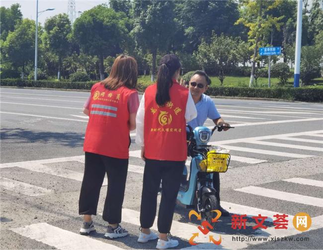 南京六合龙池街道四柳社区开展文明交通志愿服务活动