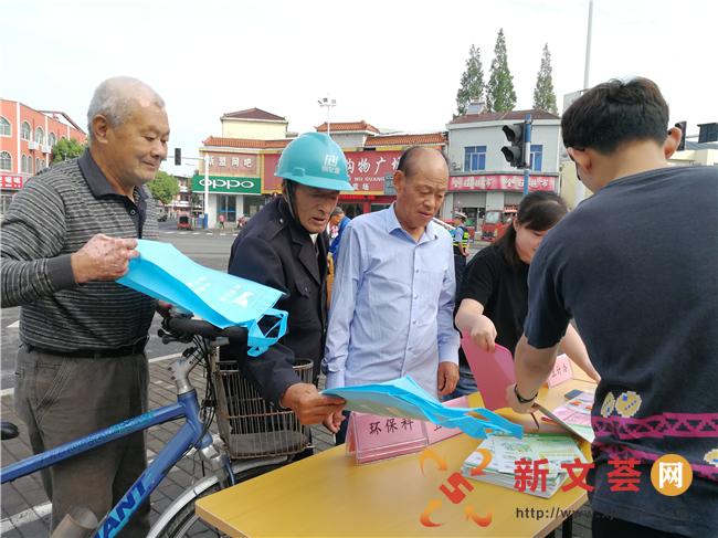 南京六合龙池街道科协开展全国科普日广场宣传活动