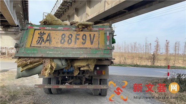 南京六合雄州城管迅捷查处偷倒垃圾行为