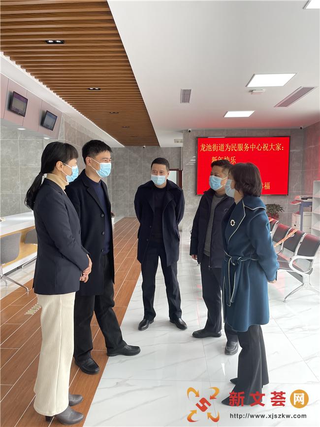 区行政审批局领导调研慰问南京六合龙池街道为民服务中心
